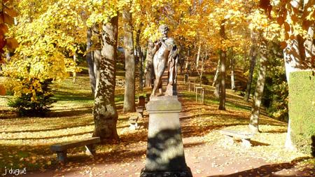 automne statue