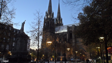 clermont ferrand by night