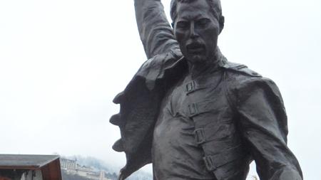 statue de freddie mercury