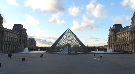 photo pyramide du louvre