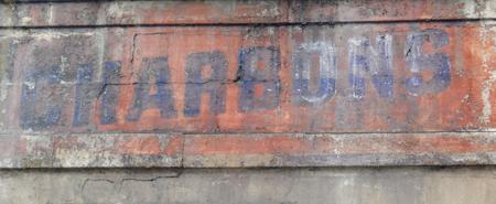 peinture mur charbons