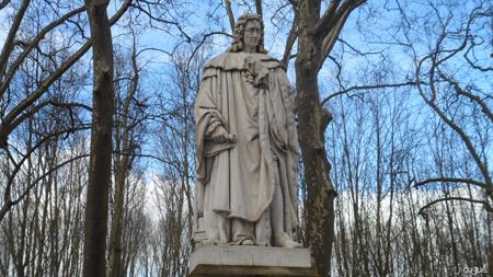 montesquieu statue bordeaux