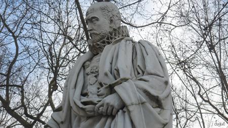 montaigne statue bordeaux