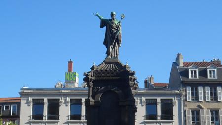 urbain statue
