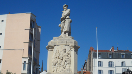 statue clermont place salford poilu grande guerre
